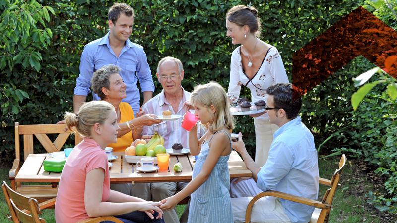 Bauverein Ketteler Familie im Garten