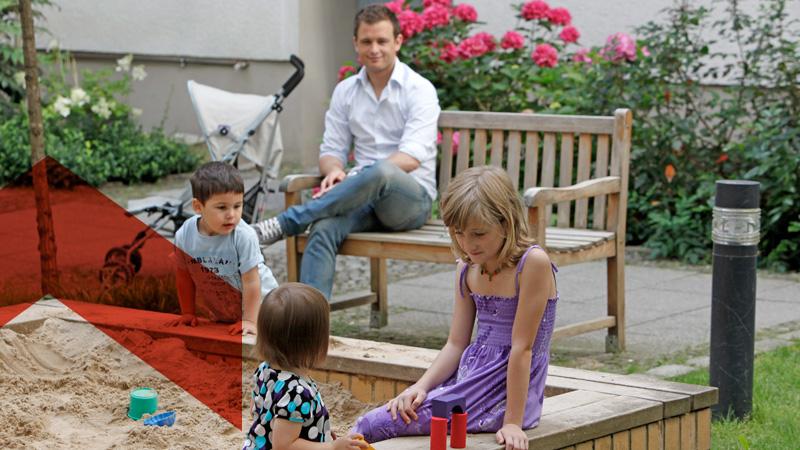 Bauvrein Ketteler Familie auf dem Spielplatz