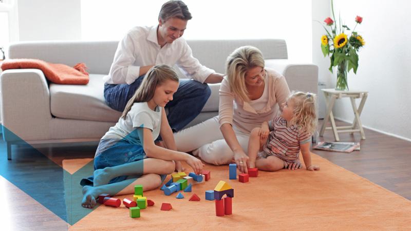 Bauverein Ketteler Familie im Wohnzimmer